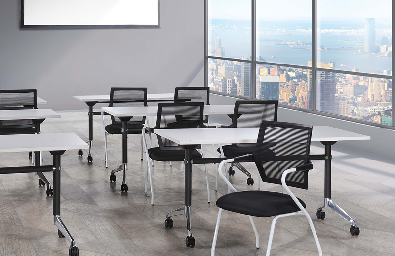 With the simple and aesthetics mesh back, Ultraz was designed with the space optimization concept which is easy adaptive for every work spaces, suitable to work, meets or learn together.